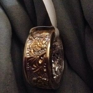 Pretty New Size 7 band ring floral leafy